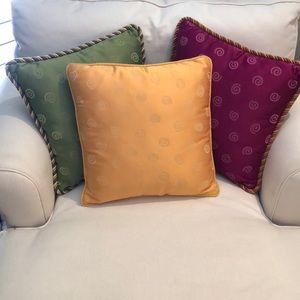 Set of 3  decorative throw pillows